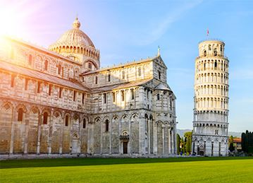 Leaning tower of Pisa with the sun shining